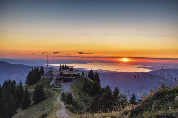Diesen Freitag, den 3. Juli, findet die erste Sonnenuntergangsfahrt in diesem Sommer statt! ...