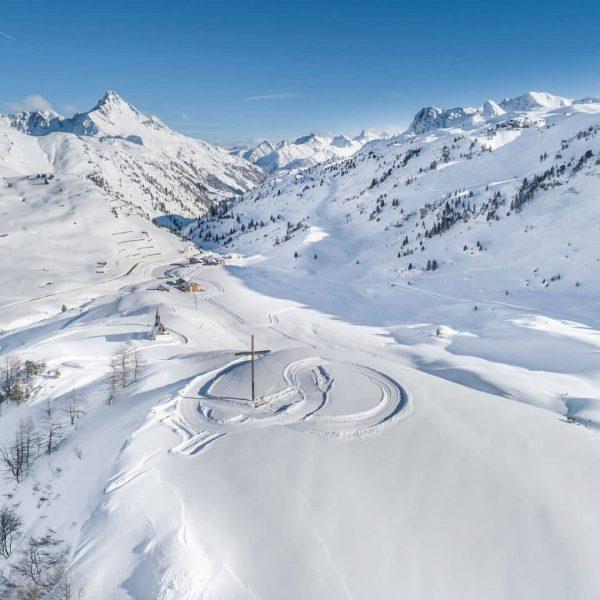 Eine Schneeschuhtour zum Weltfriedenskreuz beim Hotel @jaegeralpe ist leicht zu bewältigen und belohnt ...