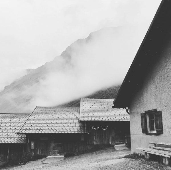Während sich die Alpe noch bedeckt hält, laufen die Vorbereitungen auf Hochtouren! #alphütten ...
