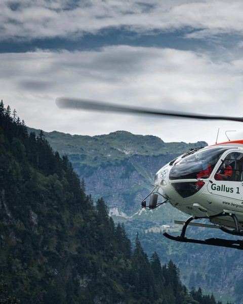 @wucherhelicopter Gallus 1 🚁🇦🇹 #gallus1 #wucherhelicopter #lech #zürs #arlberg @unser_arlberg #airbushelicopters @airbus_helicopters #bergrettung ...
