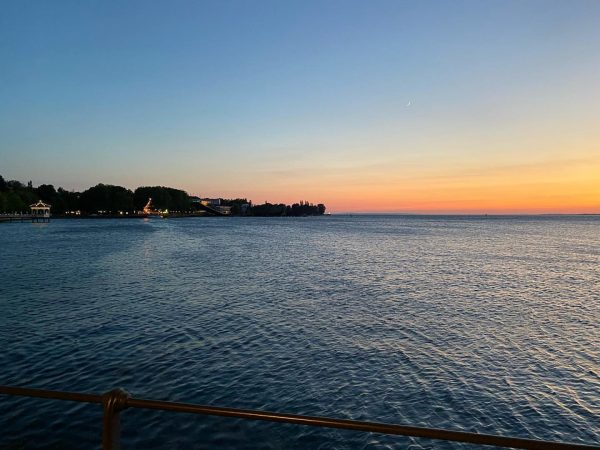 🌅 . . . #filmmakerslife #sunset #lake #bregenz #bregenzerfestspiele #water #evening #sky #wiesnernews ...