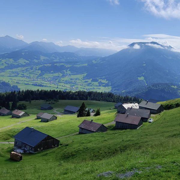 Wandern! Einkehren! Entspannen! #austria #bregenzerwald #vorarlberg #wandern #berge #klausberg #waldundwiese #alm Vorarlberg