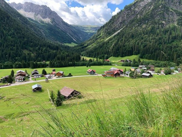 Blick in's Gemstltal #kleinwalsertal #mittelberg #wanderurlaub #erholungpur #genusswandern Mittelberg Kleinwalsertal