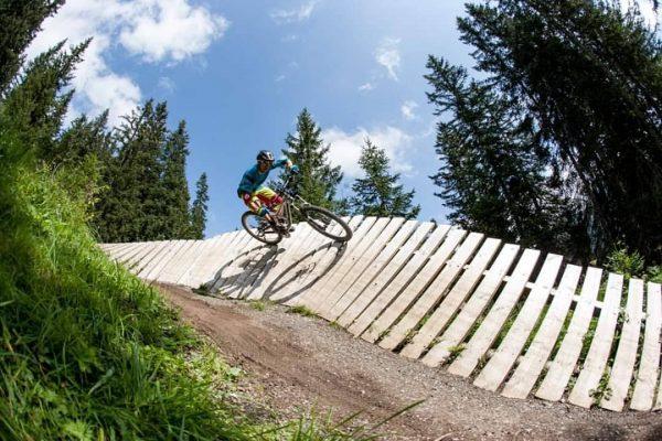 Was für ein tolles Erlebnis! Bike nehmen, ab in die Bergbahn Oberlech und ...