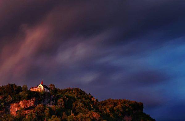 #bregenz #gebhardsberg #sunset #sundowner . . . #longtimeexposure #cloudscape #visitvorarlberg #visitbregenz