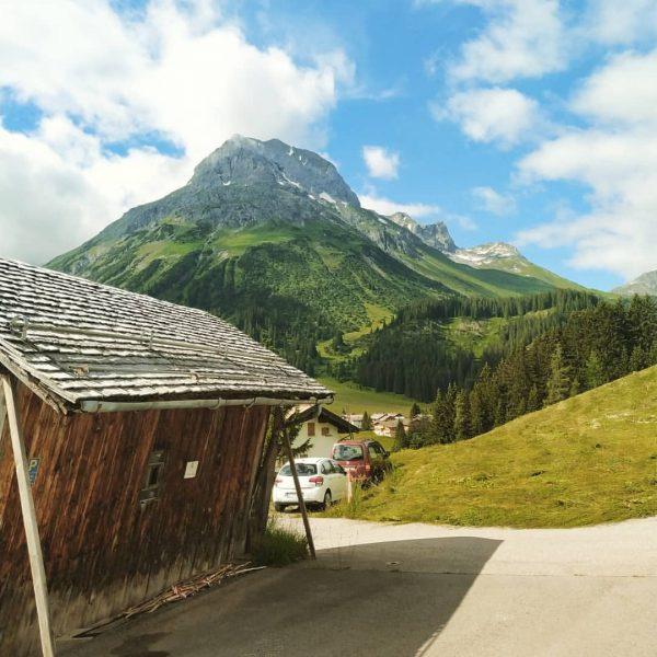 Mindíg csak a meló.. 😎☀️⛰️ #austria #austria🇦🇹 #austria_memories #berge #bergsteigen #lech #vorarlberg #mountains ...