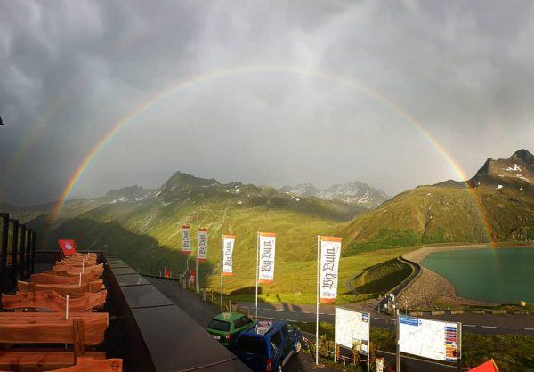Ein schöner, kompletter Regenbogen. #berggasthof #pizbuin #piz #silvretta #bielerhöhe #silvrettasee #bielerhöhe #sommerfrische #galtür ...