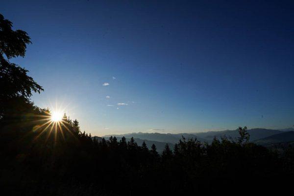 Sonntag früh erstmal auf den Pfänder 😉 #sunrise #vorarlberg #pfänder #österreich #outdoor #landscape ...