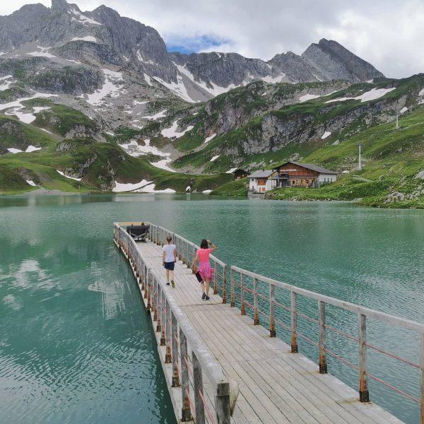 Wanderung zum Zürsersee und erste Sommerfahrt mit der Seekopfbahn. Lech, Vorarlberg, Austria