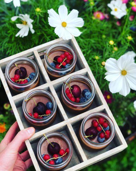 #berries #cherries #summer #chocolate #nougat #dessert #sweets #estdessertfirst #inmykitchen #eslebedergenuss #catering #foodstagram #begeisterei💕