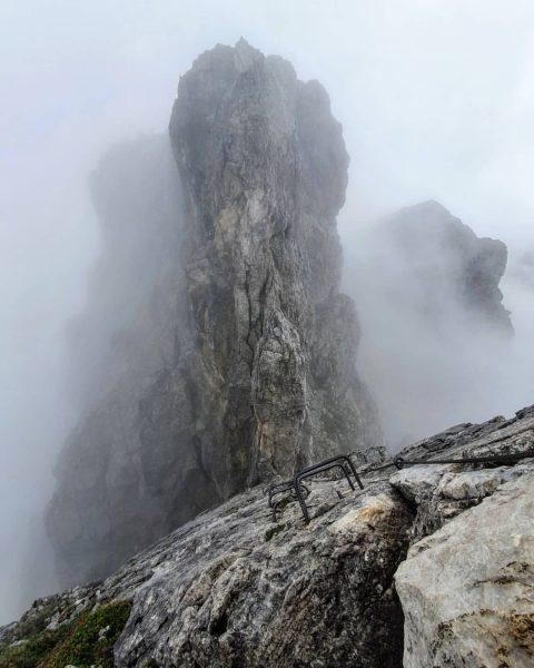 Mystisch am Klettersteig. ⛰🌫😊💪 @daily_allgaeu @kleinwalsertal @klettersteig.inspiration #klettersteig #schafalpenköpfe #panorama #mountainpic #nature #hochhinaus ...