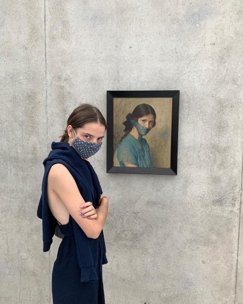 #lynn with grita #work by #markusschinwald #museumsposing #unprecedentedtimes #@kunsthausbregenz #fotografie #photography #contemporaryart #adlerarchive Kunsthaus Bregenz