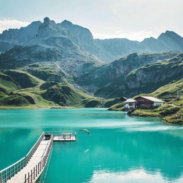 Der ZÜRSER SEE ist unser Traum-Bergsee 😍 Der natürliche Hochgebirgssee liegt auf 2.144 m.ü.A. im bekannten Skigebiet...