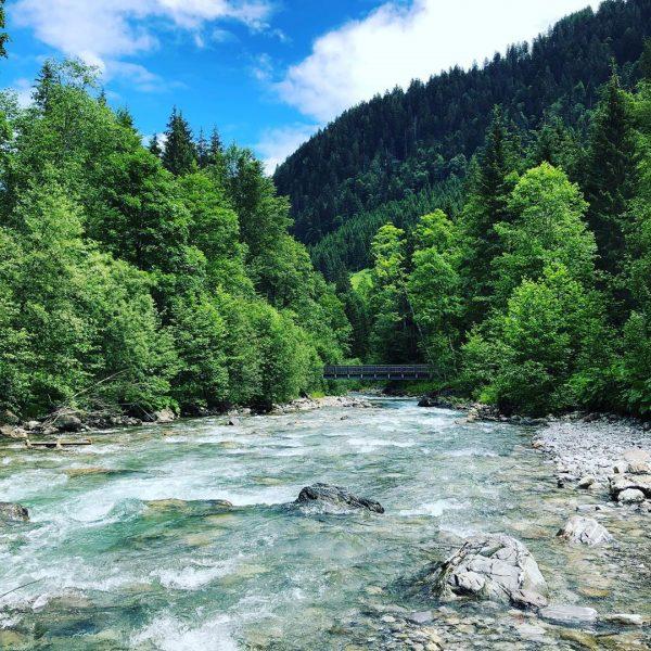 Kurze Wanderung entlang der Breitach und anschließender Besuch des Freibads in Riezlern. #urlaub #ferien #kleinwalsertal #österreich #austria...