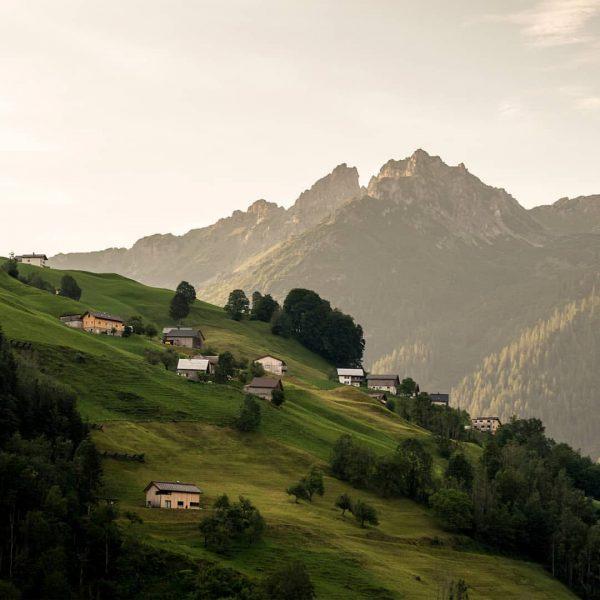 Morgenstimmung im großen Walsertal. - #walsertal #weekends #austria #marul #discoveraustria #igersaustria #bergwelten #outdoor #travel #wanderlust #adventure #wildernessculture...