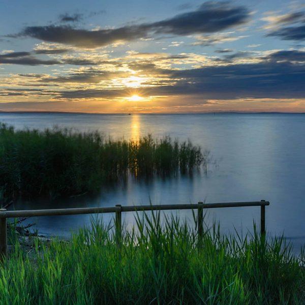 Sunset at #lakeconstance #bodensee #rohrspitz #visitaustria🇦🇹 #visitvorarlberg #365austria #austriatourism #myvorarlberg #bodenseepage #longexpossurephotography #landscapephotography #sunset #sonnenuntergang🌅 #nikonDACH #nikonmirrorles...