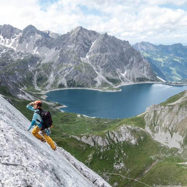 Letztes Wochenende im Rätikon: Beim #WalserGuides Klettern-Mehrseillängenkurs lernten die Teilnehmer*innen den richtigen und ...