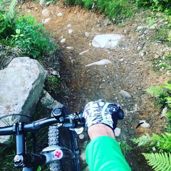 Abwärts! #bike #kleinwalsertal #abendrunde #trail #steilabergeil #ohnestrom #sporthilbrand