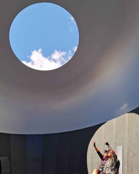 Skyspace Oberlech 🌏 . . . #skyspace #lech #oberlech #jamesturrell #lechzuers #kunstinstallation #kunst ...