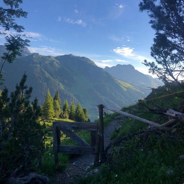 Bergsommer⛰☀️ #bergliebe #hikeandbike #urlaubindenbergen #venividivorarlberg #lechzuers #lechamarlberg #austria #gipfelstürmer #madloch #bergefürdieseele