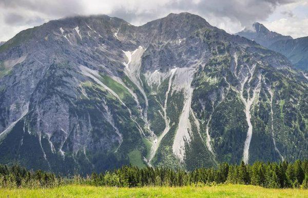 Bergliebe 💚💙 #bergglück #bergemachenglücklich #bergblick #bergliebe #gipfelglück #gipfelblick #kleinwalsertal #allgäuliebe #allgäu #wanderlust #wandernmachtglücklich #naturliebe #natur #nature Innere...