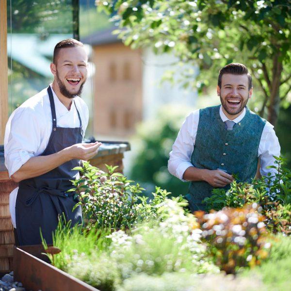 Aurel Strolz und Chefkoch Florian - das Hotel Austria Sommer Team stellt sich ...