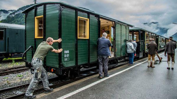 #wälderbähnle #bregenzerwaldbahn #museumsbahn #dienstwagen #di01 #mitvereintenkräften #einreiheninstammgarnitur #saisonstart2020 #bezau #bahnhof #schlachterphotography