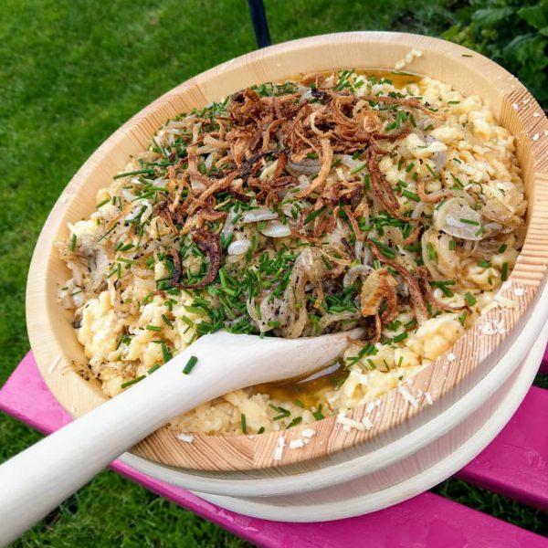 Traditionelle Kässpätzle, immer wieder ein Genuß 😍🧀🇦🇹 #bregenzerwälderbergkäse #bregenzerwald #bergkäse #käse #käsespätzle #gebse ...