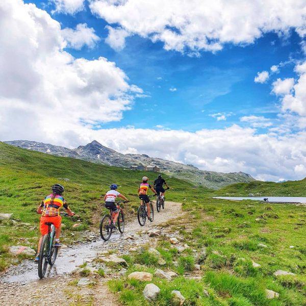 Skiclub training to the Heilbronnerhütte, 1258 hm and 46km. MTB summer 💪🏼☀️🚵🏽♂️🏔️ #alps ...