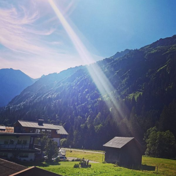 Wenn am Ende im Tal die Sonne lacht 🌞 #sonne #berge #baad #kleinwalsertal #austria #allgäu #allgäeuerberge #fun...