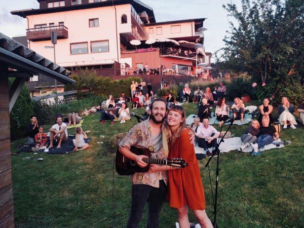 Mini-Woodstock am Eichenberg ✨ • (c) @mastersebifox • #bodenseevorarlberg #kulturpicknick #dreamteam #music #acoustic ...