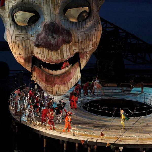 Heute wäre die Eröffnungsfeier der Bregenzer Festspiele. Leider fallen diese aufgrund der aktuellen Situation aus 😞 Dafür...