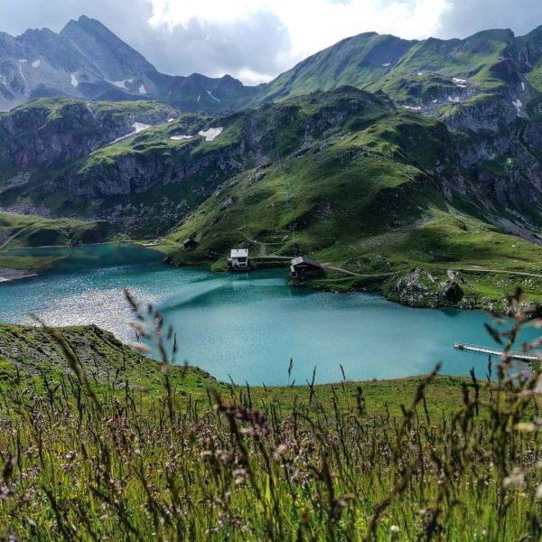 Seit diesem Sommer fährt die Seekopfbahn. Mit der erreicht man mühelos eines der schönsten Plätzchen in @lechzuers,...