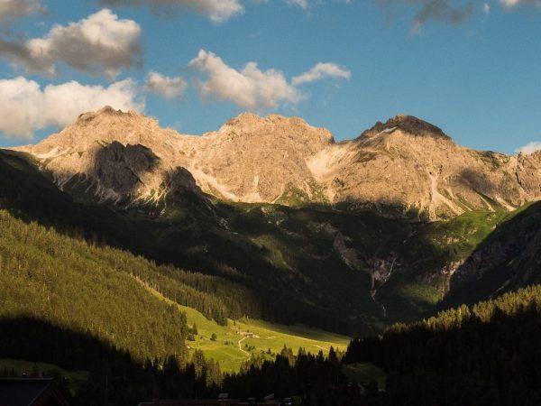 Sonnenuntergangsstimmung im Wildental im Kleinwalsertal; #wildental; #mittelberg; #sonnenuntergang; #abendstimmung; #schattenspiele; #alpen; #kleinwalsertal; #allgäueralpen; ...