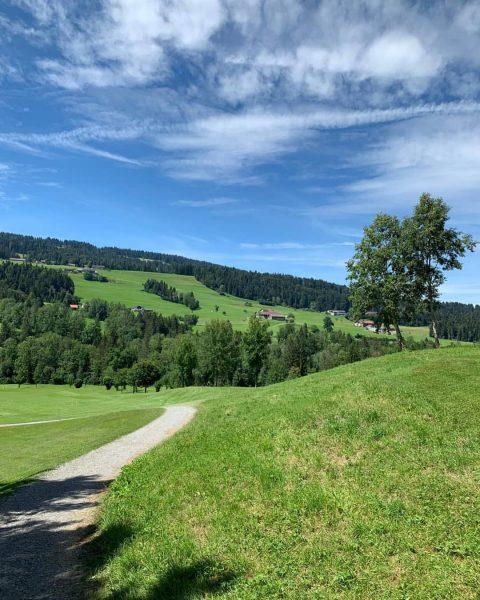⛳☀️ #GolfParkBregenzerwald #vorarlberg #bregenzerwald #golfplatz #fairway #golfschule #greenkeeping #venividivorarlberg www.golf-bregenzerwald.com Golfpark Bregenzerwald