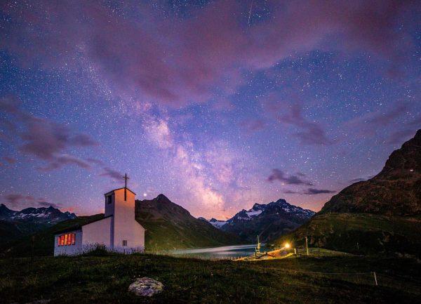 MS mit Sternschnuppen und kleine Wolken über dem #silvrettastausee #meinmontafon #illwerkevkw #visitvorarlberg #loves_austria ...