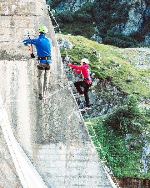 Hoch hinaus mit atemberaubenden Aussichten! 🤩⛰🧗♀ #bergemitwow Der 320m lange Klettersteig bietet nicht ...