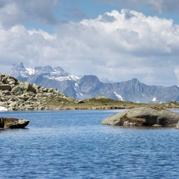 Min Weag Stage 15: Zeinisjoch - Bielerhöhe An impressive three-lake hike over six ...
