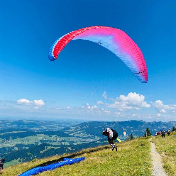 #austria #österreich #voralberg #bregenzerwald #andelsbuch #paragliding #hiking #nature #summervibes #weekendvibes #family @evario_meter Bregenzerwald