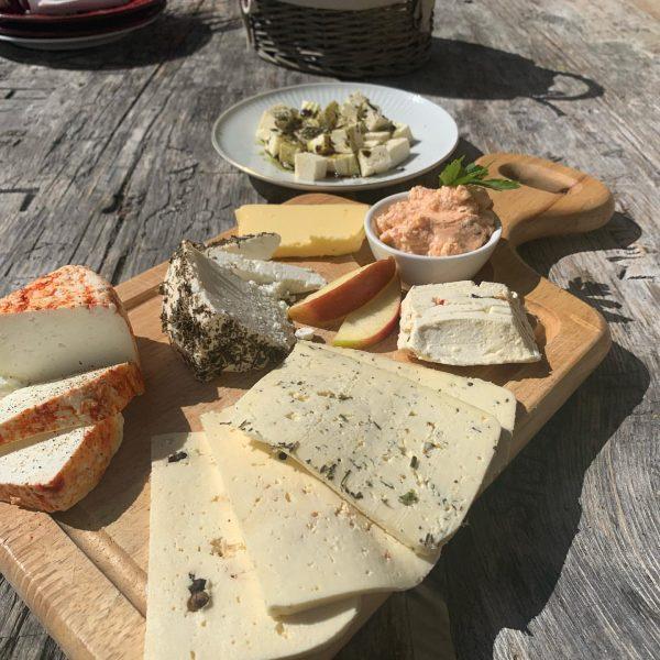 Älperjause Alpe Garnera. #surakees #montafon #vorarlberg #sennalpen #käse #cheese #frontage #slowcheese #slowtravel #alpen ...