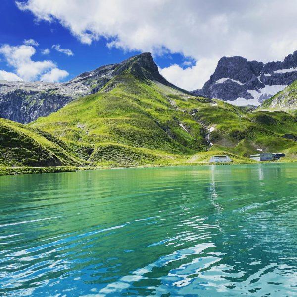 So schaut's aus bei uns. . . . . #vorarlberg #mountains #krxln #österreich #wanderlust #lechzuers #austria #adventureproof...
