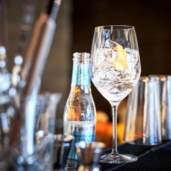 #openandopenforyou Cheers to the weekend! Wir feiern den Freitagabend mit unserem hauseigenen Ifen-Gin, den wir extra für...