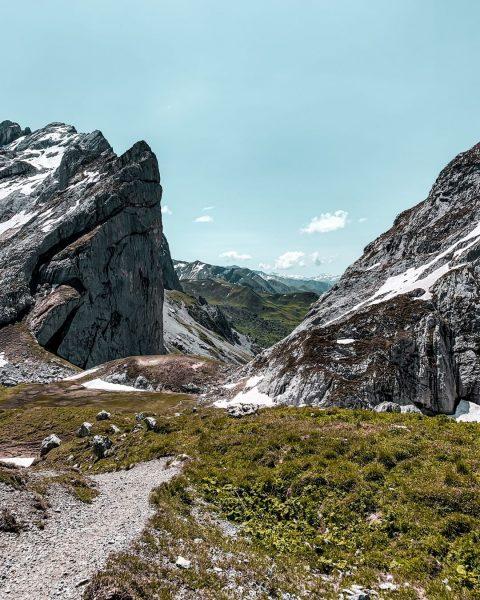 Dieses beeindruckende Bild zeigt das Schweizer Tor - wo Du die atemberaubende Aussicht ...