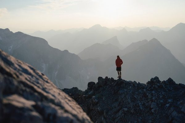 Sonnenuntergangswanderung auf die Mohnenfluh. #auroralech #bergefürdieseele #hausbraunarl #lifeisbetterinthemountains #breathtaking #mountainlove #lechzuers #visitvorarlberg #visitaustria ...