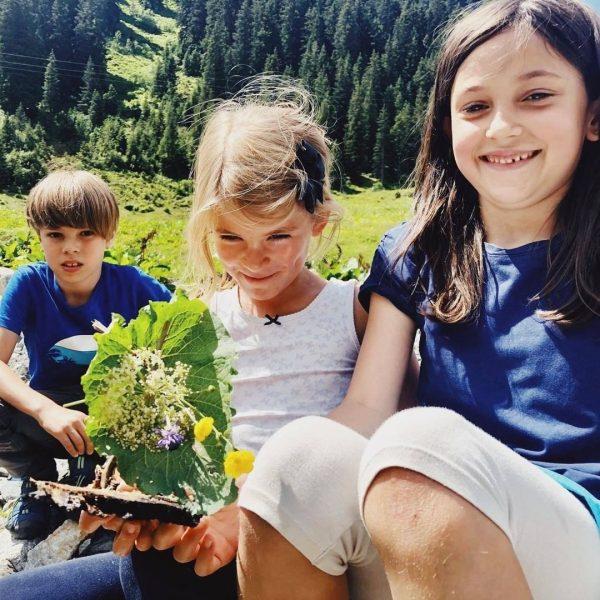 Kinder + Wasser + Bötchenfahren = Riesenspaß! 🤩 Bei der wöchentlichen Familienwanderung im ...