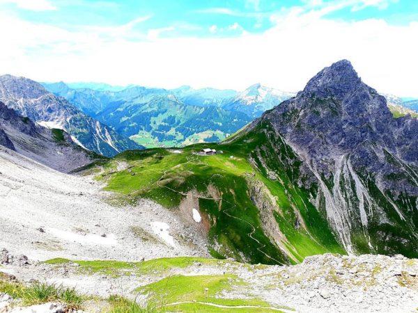 Fiederepasshütte #fiederepasshütte #krumbacherhöhenweg #kleinwalsertal #okbergbahnen #visitvorarlberg