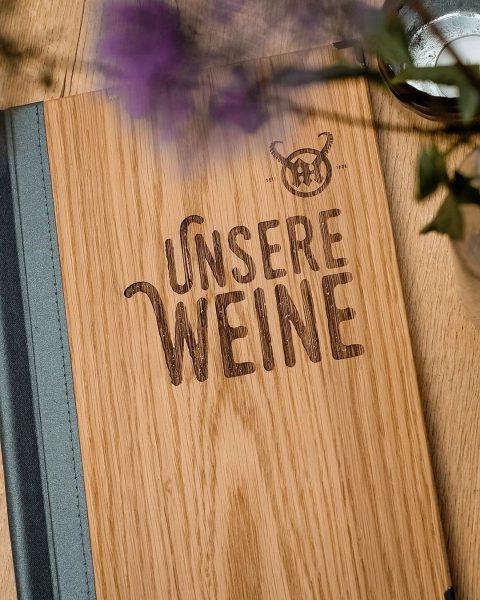 Na, habt ihr schon mal einen Blick in unsere Weinkarte geworfen?✨ . . ...
