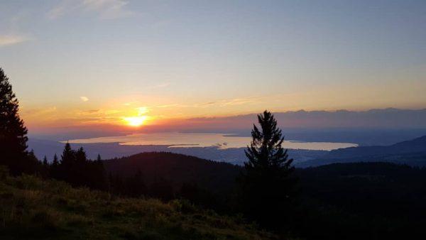 Atemberaubende Stimmung in der Natur! 🌅😍 . Bei Sonnenuntergang ist der Ausblick vom ...