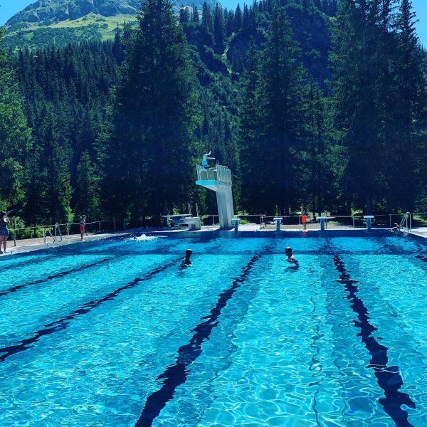Bei den Temperaturen ab ins 🏊♀️ #waldschwimmbadlech #mylechzuers #appartementomeshorn1593 #heißersommertag☀️ #venividilech