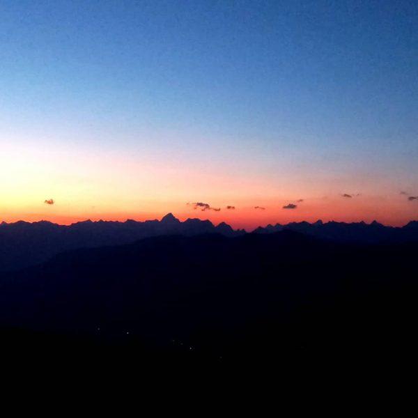 Sonnenaufgang Hoher Ifen 5.54 #hoherifen #kleinwalsertal #traillauf #trailrunning #ersteamgipfel #bergauf #salomon #sonnenaufgang Haus ...